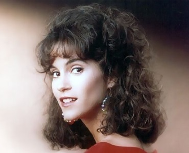 What? jami gertz lip service